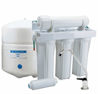 White reverse osmosis system with filter container and tap